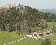 Schlossbergalm mit Burgruine